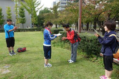高木先生による賞状授与。