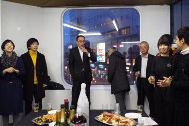 懇親会。先生と塚本さんの隣は南石堂商店街の早川理事長、黒澤副理事長、そしていろいろお世話をしてくれた宮坂事務局長。